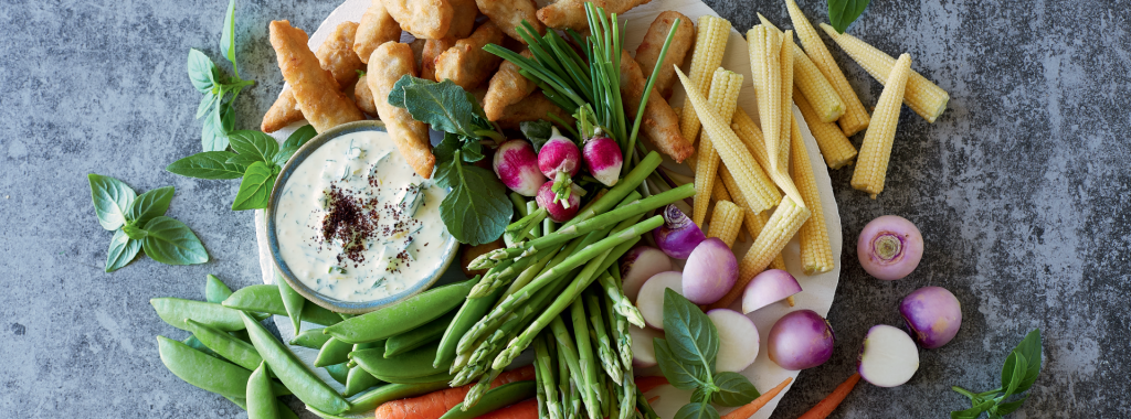 Veggie Platter with Prawn-Style Pieces and Tzatziki